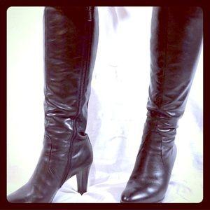 EUC❣️Aquatalia Weatherproof Leather Studded Boots
